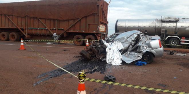 Dois morrem em acidente envolvendo Logan e caminhão canavieiro na BR-163