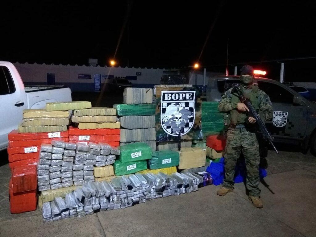 Bope recupera Amarok roubada e apreende mais de duas toneladas de maconha
