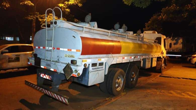 Caminhão tanque é apreendido com quase dez toneladas de maconha
