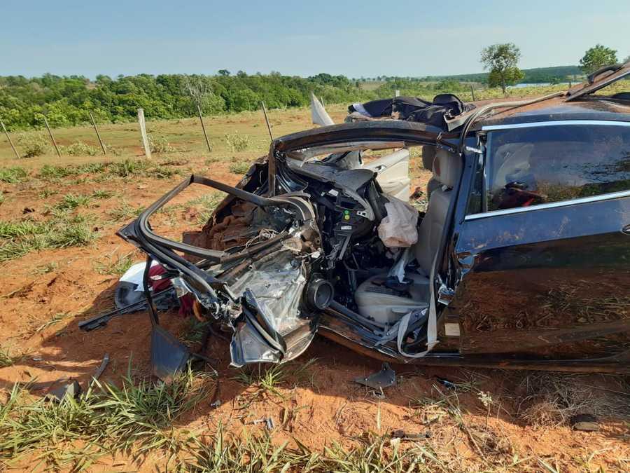 Duas pessoas morrem e outra fica ferida em grave acidente na BR-267