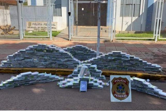 PF apreende quase 450 quilos de cocaína em fundo falso de caminhão