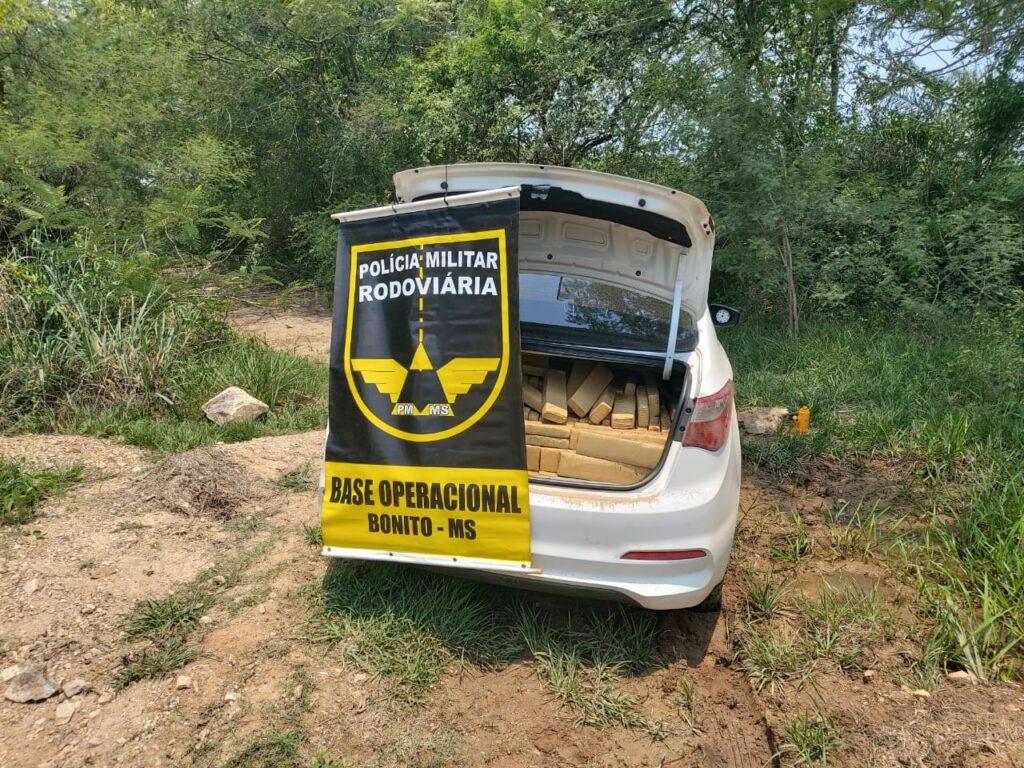 Polícia Militar Rodoviária encontra carro abandonado com mais de 700 kg de maconha