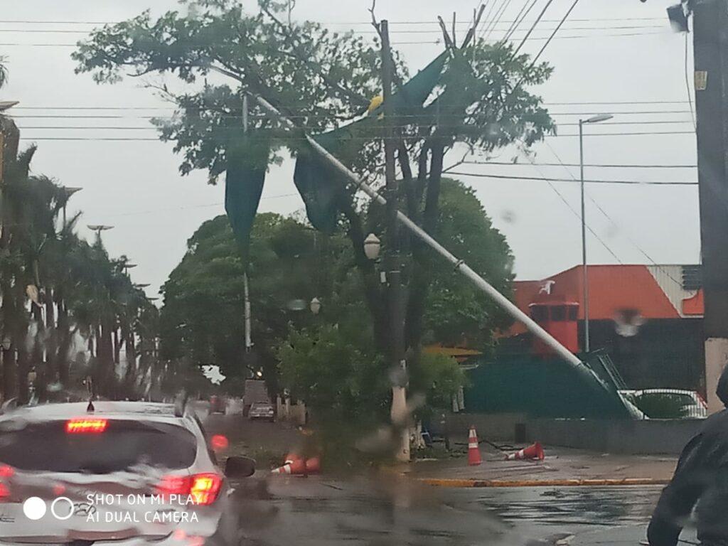 Chuva forte atinge o Estado e já causa alagamentos e queda de árvores