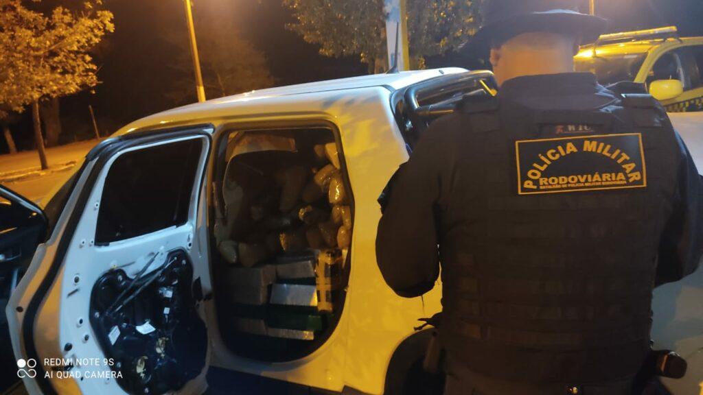 PRE recupera veículo furtado e com mais de uma tonelada de drogas