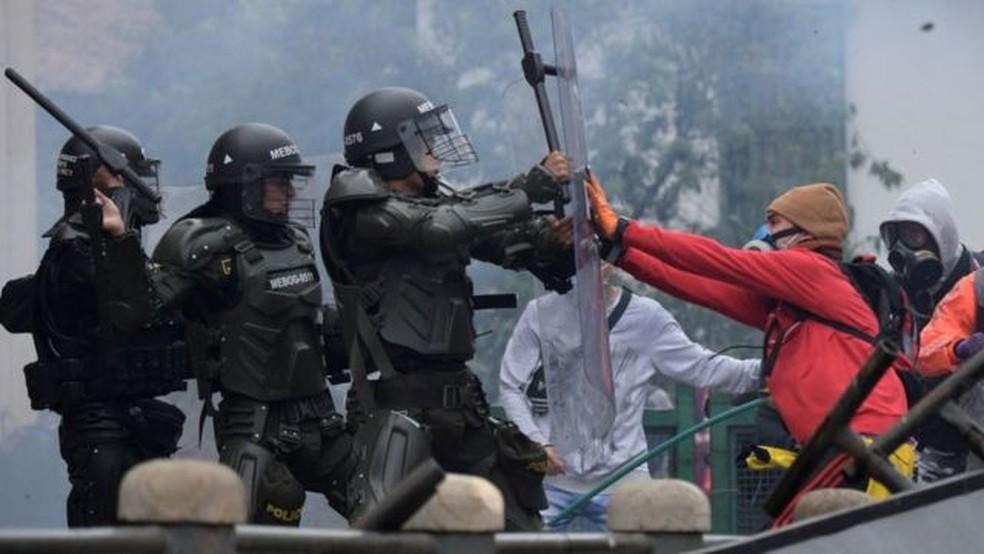Colômbia vive caos e trilha caminho desconhecido após semana de protestos