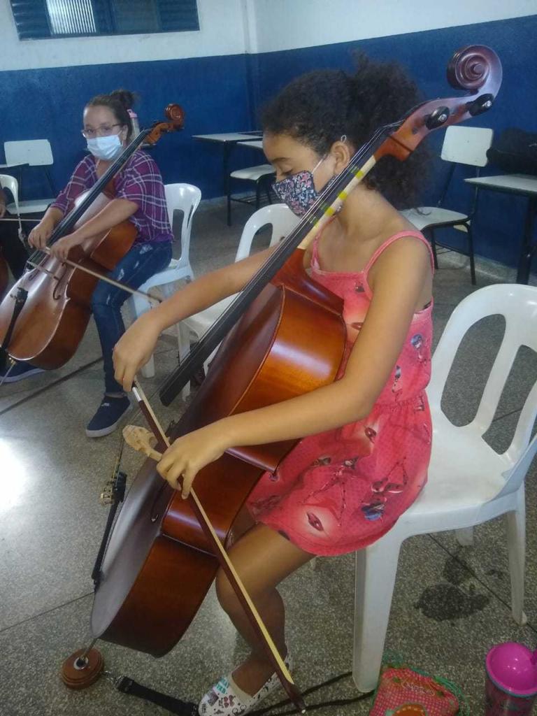 No tom do futuro: jovens carentes têm aula de música e artes na periferia da Capital