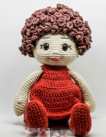 Aos 67 anos, Maria se redescobriu como artesã e empreende com bonecas de amigurumi