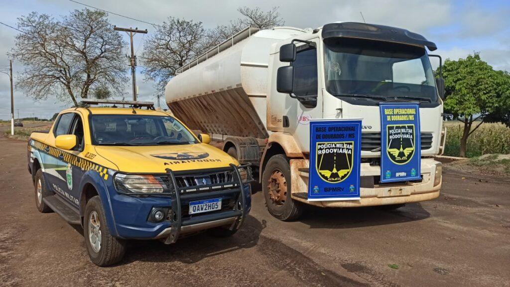 Vídeo: caminhão é apreendido com oito toneladas de maconha; motorista preso