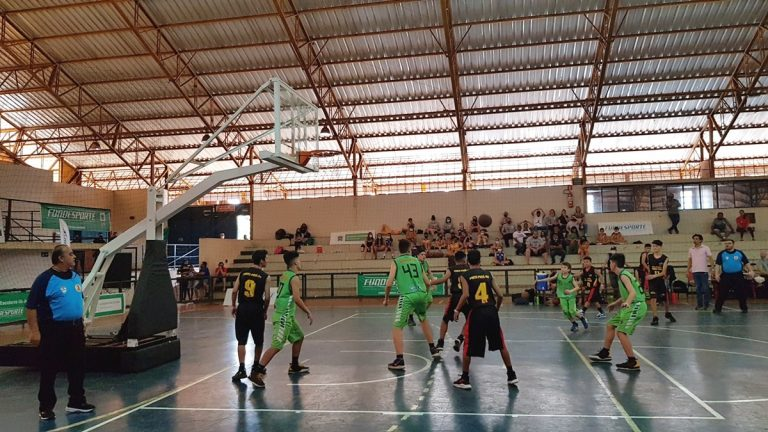 Dourados vence no masculino e Rio Brilhante no feminino do basquete dos Escolares