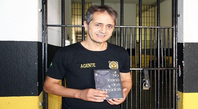 Livro: agente conta vivências em 15 anos na maior penitenciária de MS