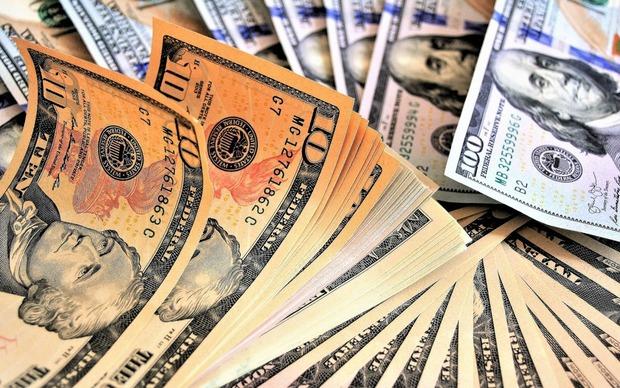 Dólar opera estável nesta terça-feira, negociado a R$ 4,2143