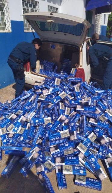 Carga de cigarros dentro do veículo. Ddos News