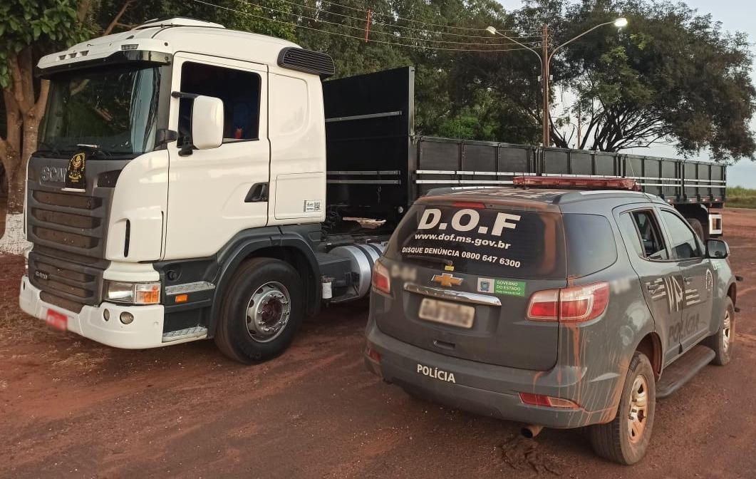Carreta tomada em assalto em São Paulo é recuperada em MS