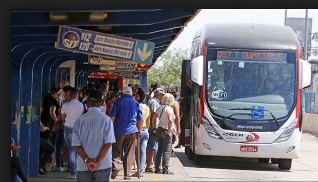 Homem é preso por importunação sexual contra duas mulheres em ônibus