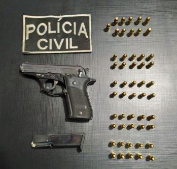 Suspeito de discriminação homofóbica é preso em flagrante por posse de arma
