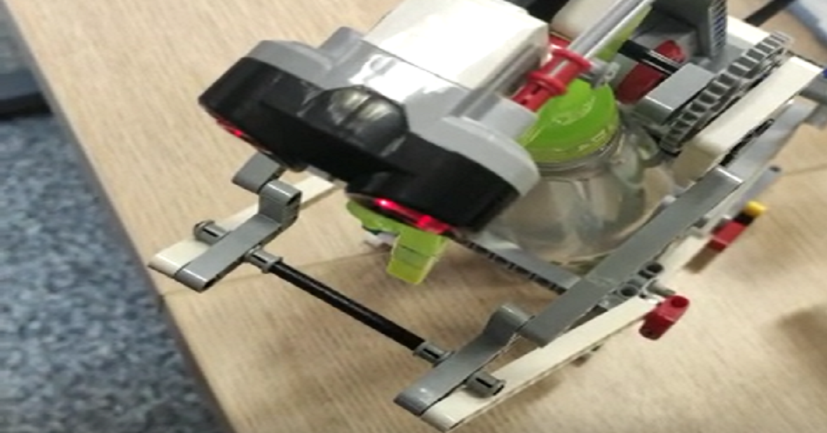 Acadêmicas da UEMS criam robô que ajuda na prevenção do coronavírus