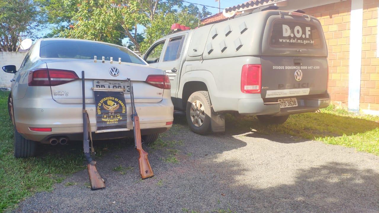 DOF recupera veículo e apreende duas armas na fronteira