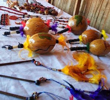 Produtos do artesanato indígena, além de ervas medicinais e hortifrúti estarão expostos na feira, neste sábado, na Praça Antônio João. Arquivo/Assecom