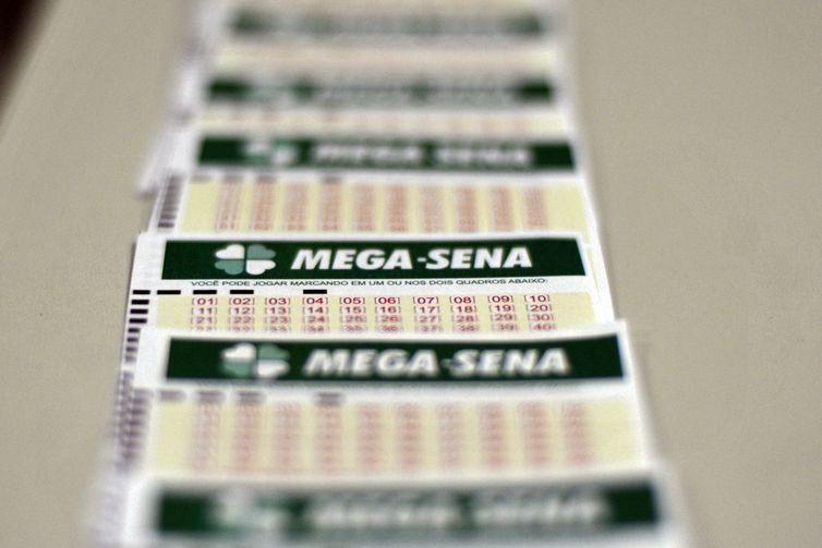 Mega-Sena acumulada pode pagar R$ 120 milhões na noite deste sábado