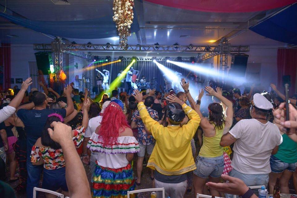 Folia e solidariedade andam juntas no Baile do Servidor