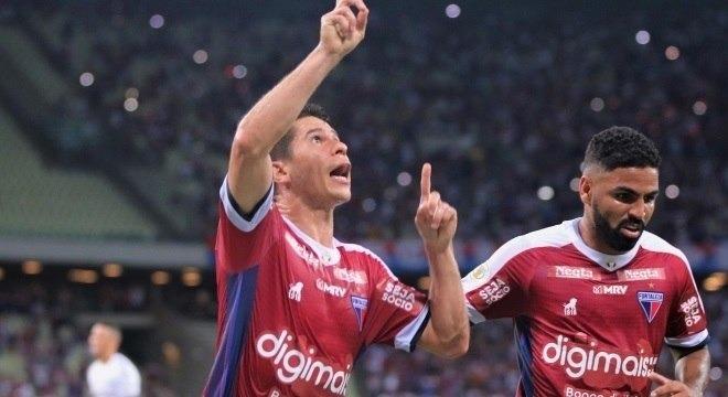 Osvaldo comemora um dos gols do Fortaleza Xandy Rodrigues/Estadão Conteúdo