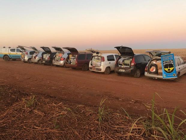 Veículos são apreendidos com mercadorias contrabandeadas em estrada vicinal