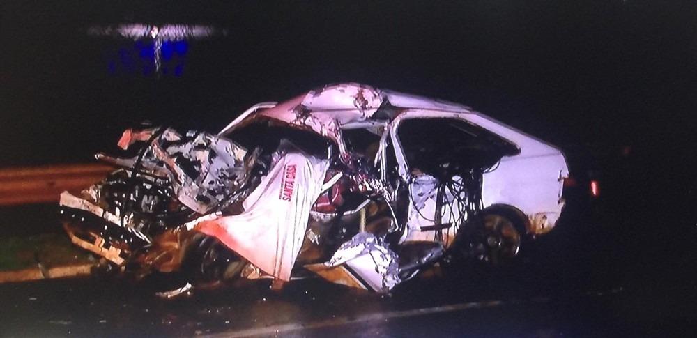 O veículo Gol ficou totalmente destruído. Reprodução/TV Morena