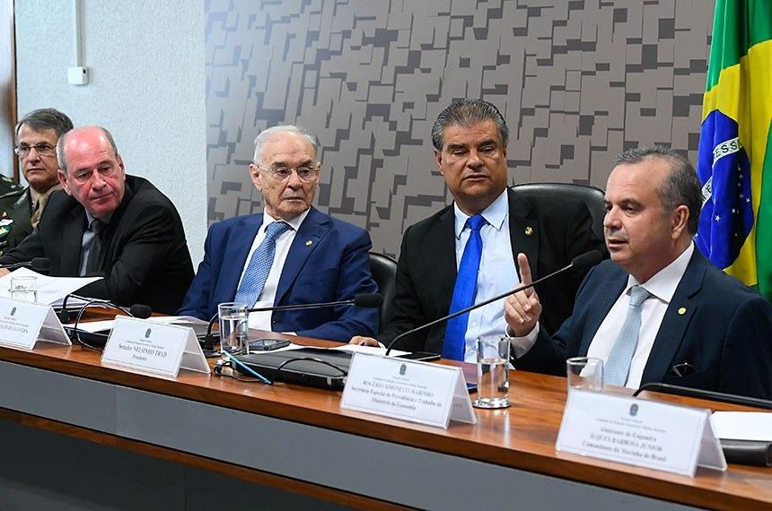 Na reunião anterior, o secretário de Previdência, Rogério Marinho (ao microfone), sugeriu que o Senado aprove o projeto que veio da Câmara, de preferência sem alterações Marcos Oliveira/Agência Senado