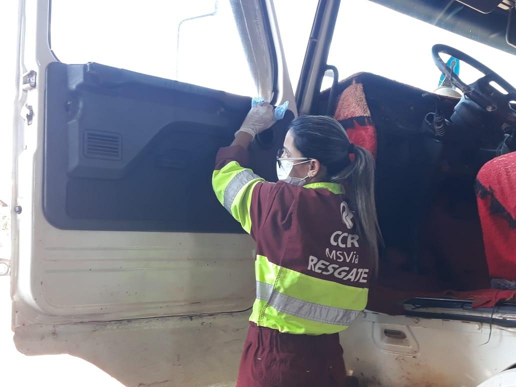 Ação realiza  higienização de cabines de motoristas de caminhões na BR-163