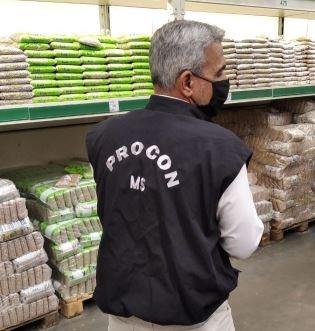 Procon estadual notifica cerealista para explicar preço do feijão em MS